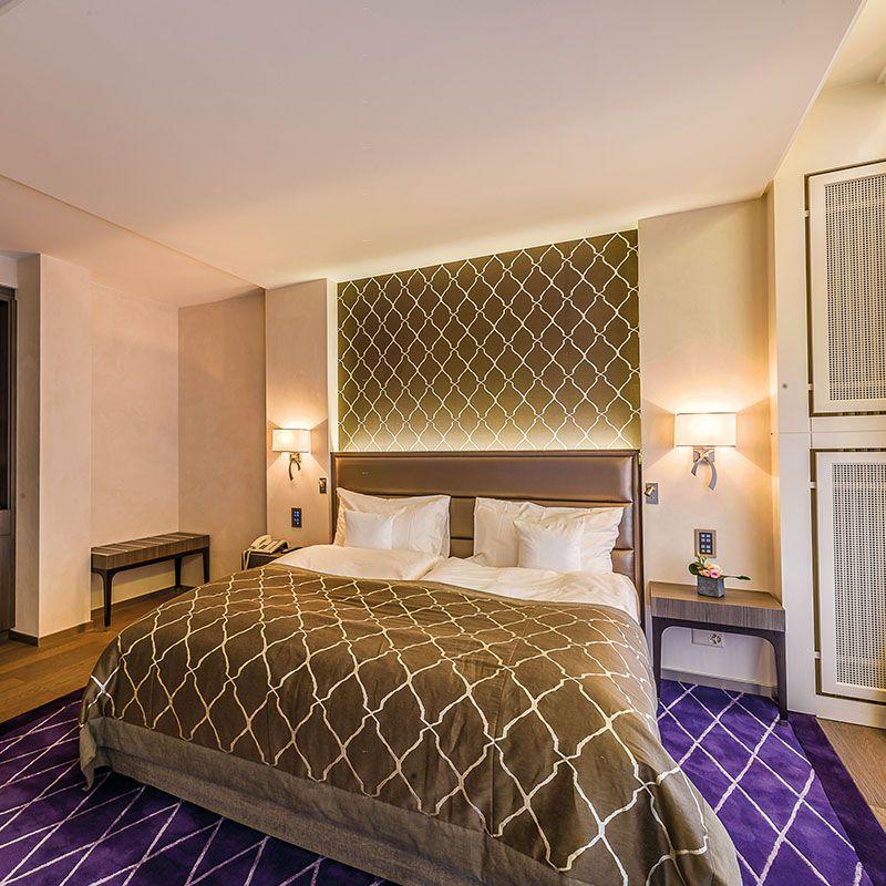 t te de lit pour chambre d 39 h tel lausanne collinet. Black Bedroom Furniture Sets. Home Design Ideas