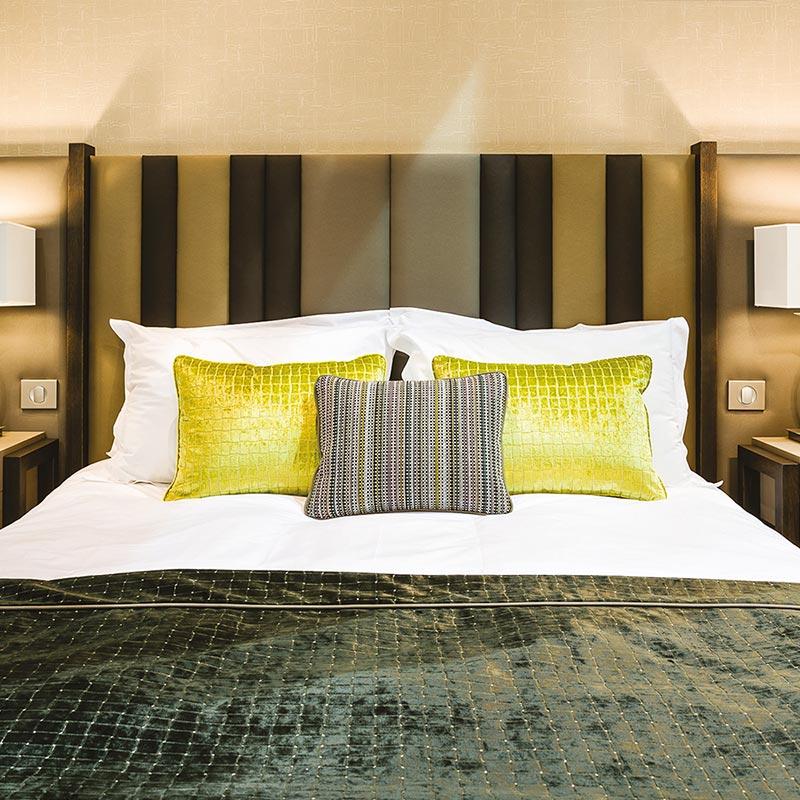 T te de lit moderne chlo pour chambre d 39 h tel collinet - Modele tete de lit contemporain ...
