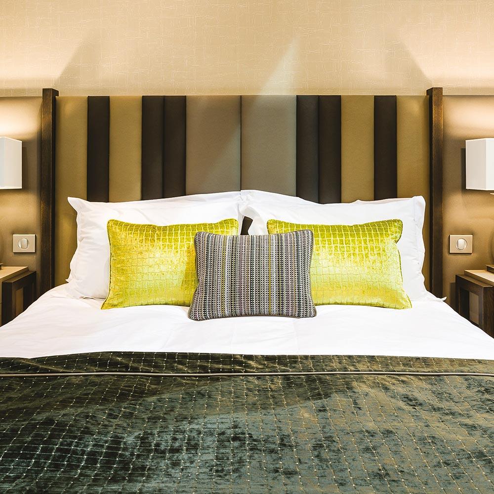t te de lit de luxe pour hotel haut de gamme collinet. Black Bedroom Furniture Sets. Home Design Ideas
