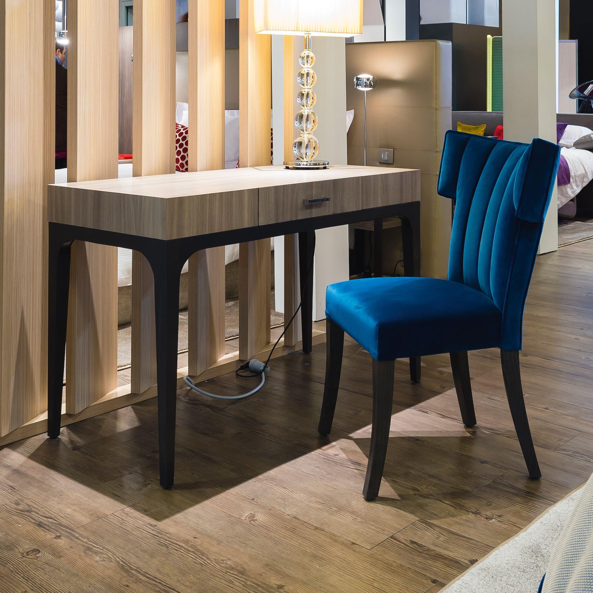 bureau pour chambre d 39 h tel charme collinet. Black Bedroom Furniture Sets. Home Design Ideas